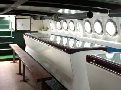 グラスボート船内